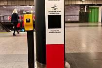 Dopravní podnik instaluje v metr bezkontaktní dávkovače dezinfekce.