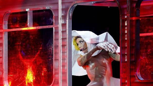 Zpěvačka Lady Gaga vystoupila 17. listopadu v pražské O2 Areně.