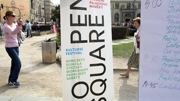 Festival Open Square na Palachově náměstí.