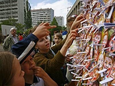 Žáci nezapomněli ani na vzkazy pro radní Prahy 4, které důvtipně a výtvarně zpracovali.