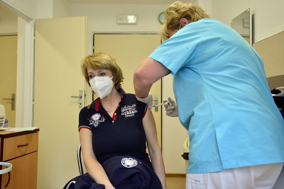 O očkování v Nemocnici sv. Kříže Žižkov je velký zájem.
