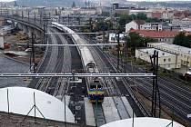 NOVĚ PO NOVÉM SPOJENÍ. Vlaky z Libně už nemusí na Masarykovo nádraží couvat, jsou o pět minut rychlejší.