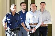 Rusové obžalování z loupeže klenotnictví v centru Prahy odmítli u soudu vypovídat.