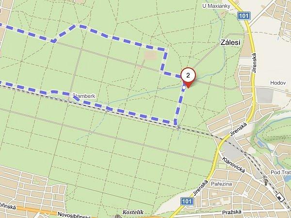 Východní pól Prahy leží v Klánovickém lese v části Vidrholec, cca 500 m západně od města Úvaly.