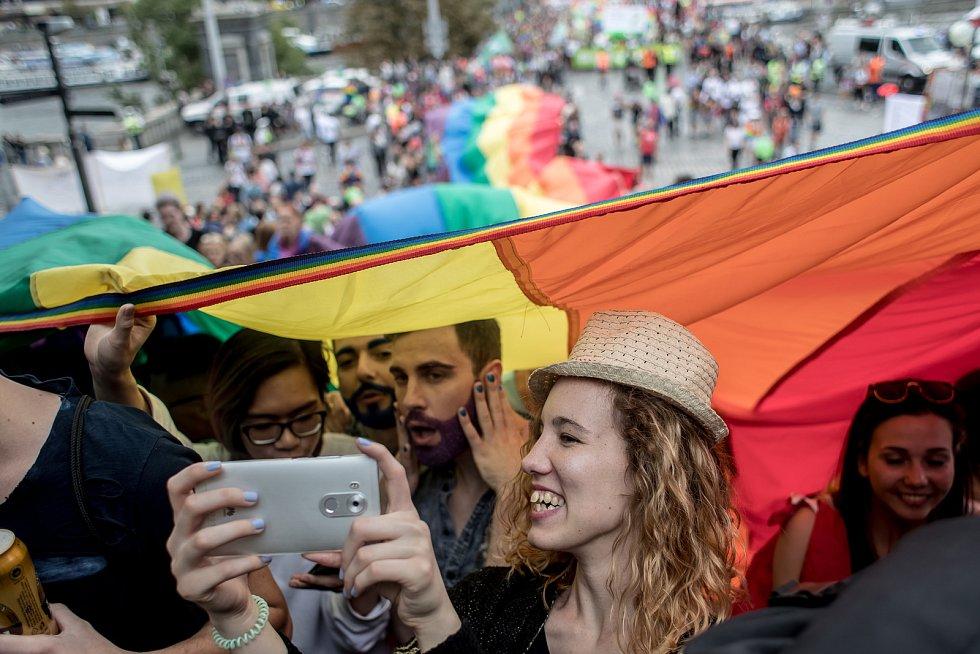 Průvod hrdosti gayů, leseb, bisexuálů, translidí (LGBT) Prague Pride prošel Prahou.