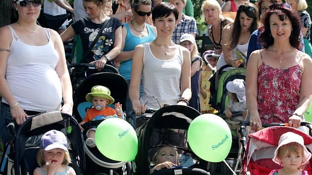 Třetí ročník rodinného happeningu S kočárkem Prahou se konal ve středu 23. května 2012 ve Žlutých lázní.
