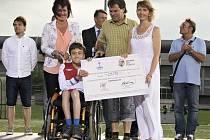 Třicet tisíc korun pro tělesně postiženého Lukáše Kohouta.