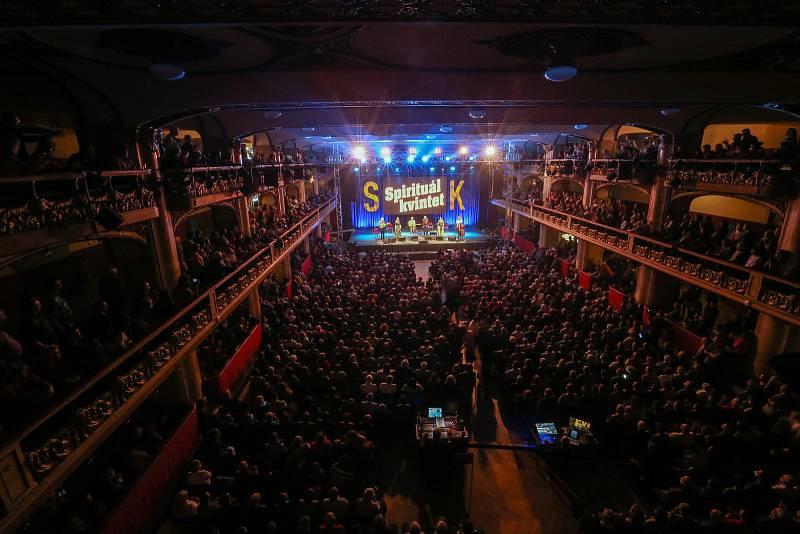Spirituál kvintet v pražské Lucerně.