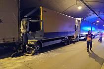Nehoda v Komořanském tunelu.