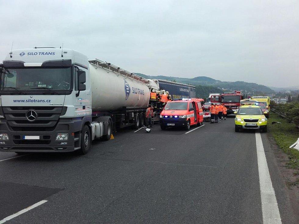 Na dálnici D5 došlo ve středu ke srážce dvou kamionů.