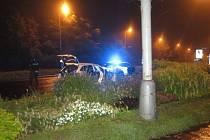 Cizinec pod vlivem alkoholu řídil odcizené vozidlo, ve kterém se nacházela osoba v celostátním pátrání.