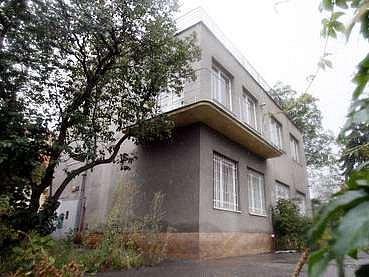 Od jara 2008 bude vila v ulici Nad Olšinami sloužit zubním lékařům a samozřejmě především jejich pacientům.
