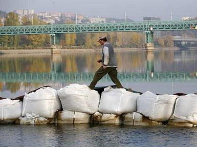 KANÁL V TROJI. Povodí Vltavy opravilo i opevnění levého břehu plavebního kanálu Troja–Podbaba.