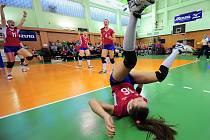 Volejbalistky Olympu (v červeném) přetlačily Frýdek-Místek 3:2 na sety i zápasy.