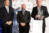 Zakladatel Parku Mirakulu v Milovicích Jiří Antoš (vpravo) převzal cenu za první místo v kategorii Inovace Českého Goodwillu 2014.