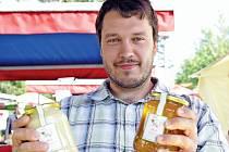Včelař Martin Rosický, účastník Podzimního dnu českého medu na náměstí Jiřího z Poděbrad v Praze.