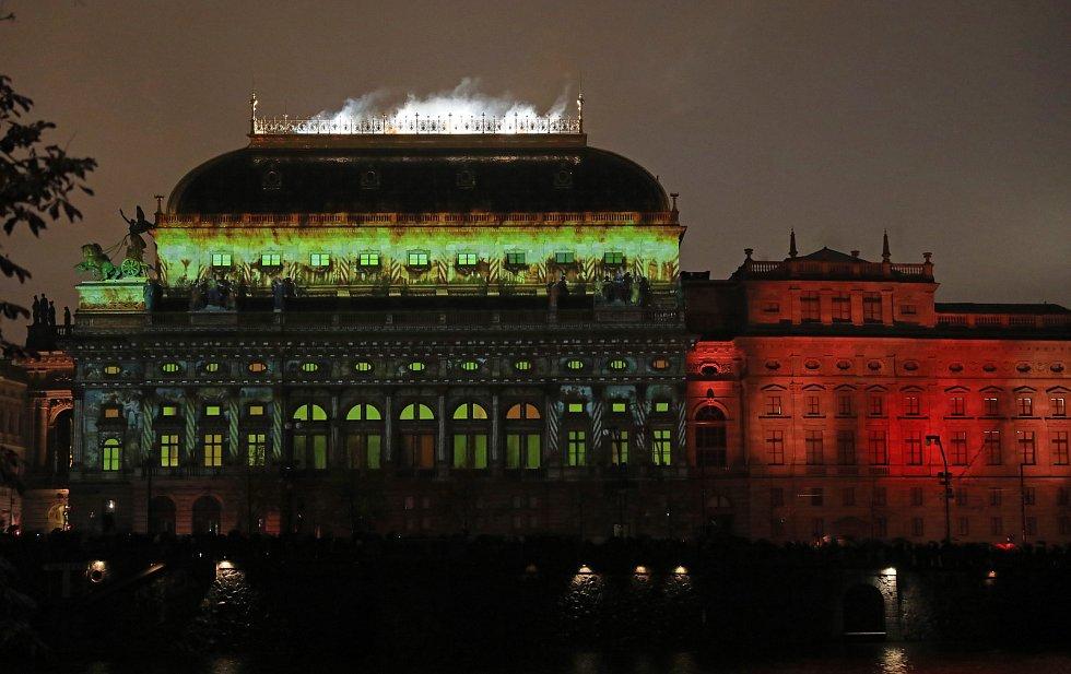 Videomapping na budově Národního divadla k oslavám 100 let republiky.
