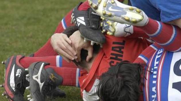 Ragby patří do drsnějších sportů./Ilustrační foto.