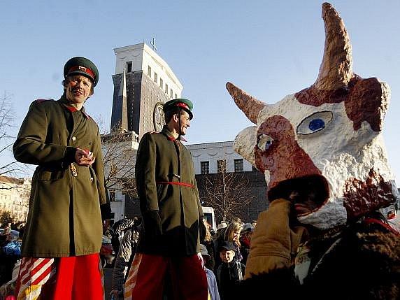 Průvod Žižkovského masopustu vyšel 8. března z náměstí Jiřího z Poděbrad v Praze.