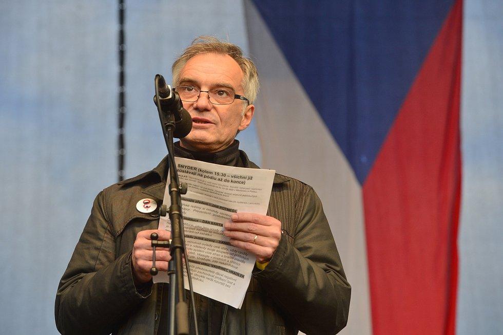 Demonstrace proti Andreji Babišovi na Letné 16. listopadu 2019. Ivan Trojan.