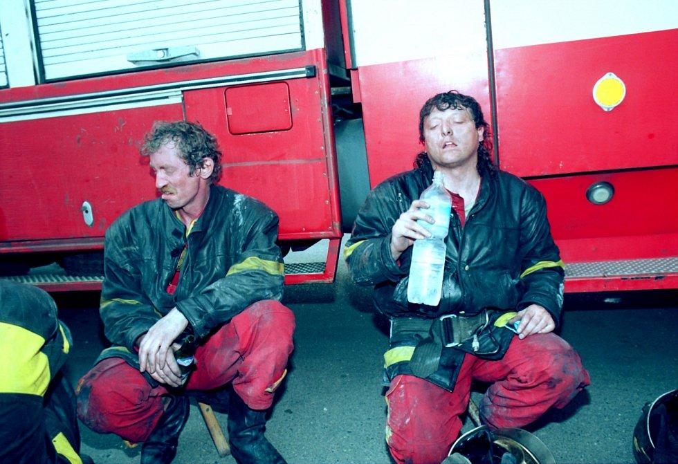 Při požáru pražského hotelu Olympic zemřelo 26. 5. 1995 osm lidí.