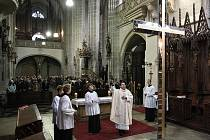 Kříž pro věž kostela sv. Jakuba v Kutné Hoře dostal požehnání.