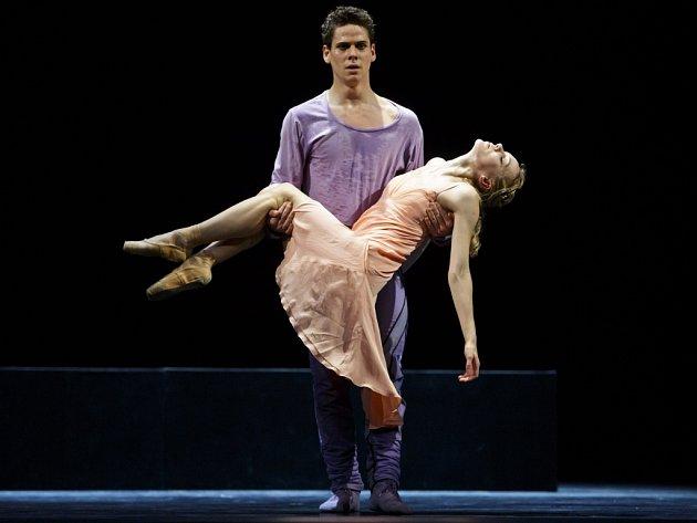 Ondřej Vinklát a Marta Drastíková jako Romeo a Julie, za svoje role ve stejnojmenném baletu na scéně Národního divadla jsou na ceny Thálie nominováni oba.