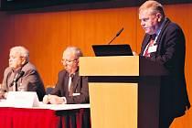 Stojíme na prahu nové éry v léčbě rakoviny plic - takové byly závěry odborníků z celého světa. Na fotografii profesor Robert Pirker z Vídně.