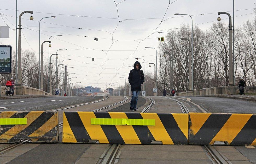 Uzavření Libeňského mostu 19.ledna.