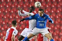 Slavia v neděli večer porazila od třetí minuty oslabený Baník 2:1.