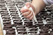 Zdobení cukroví. Ilustrační foto.