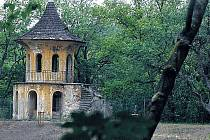 Radnice Prahy 5 chce změnit podobu lesoparku Cibulka od základů. Na fotografii Čínský pavilon.