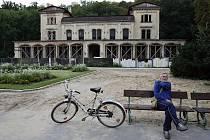 Objekt plný duchů vhodný tak pro horor je v současnosti na hony vzdálen někdejší proslulosti Šlechtovy restaurace v Praze.