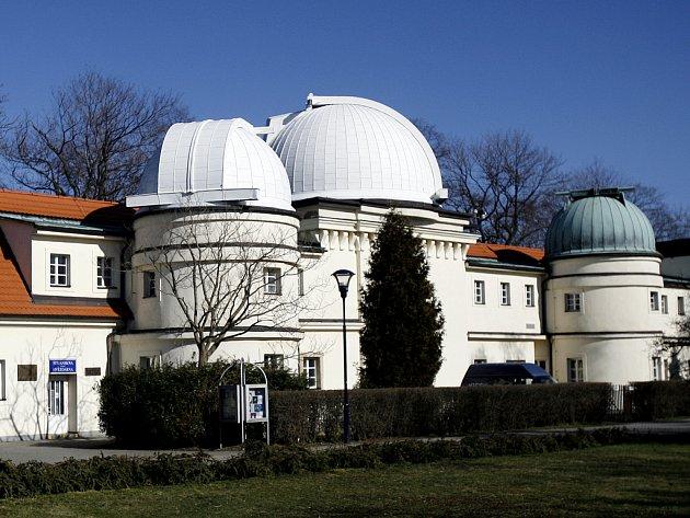 NOC VĚDCŮ. Ve Štefánikově hvezdárně si budou moci Pražané prohlédnout nejen hvězdnou oblohu, ale i práci vědce.
