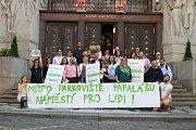 Politické strany zahájily kampaň před komunálními volbami v Praze. Na snímku jsou členové Strany zelených.
