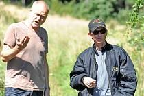 Zleva kameraman Martin Šec a režisér Jiří Strach.