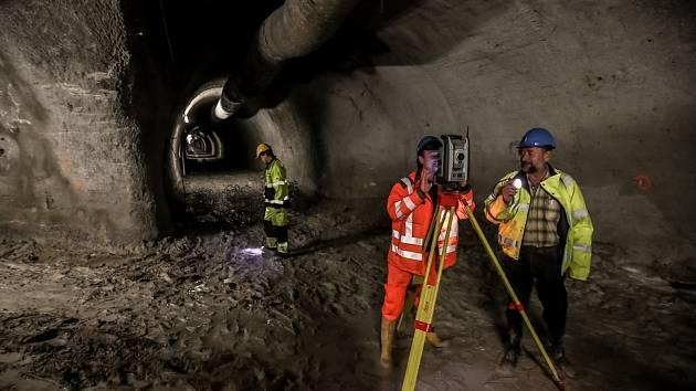 Průzkumná šachta pro chystaný tunel spojující Rozvadovskou spojku a Zlíchovský tunel 23. listopadu v Praze.