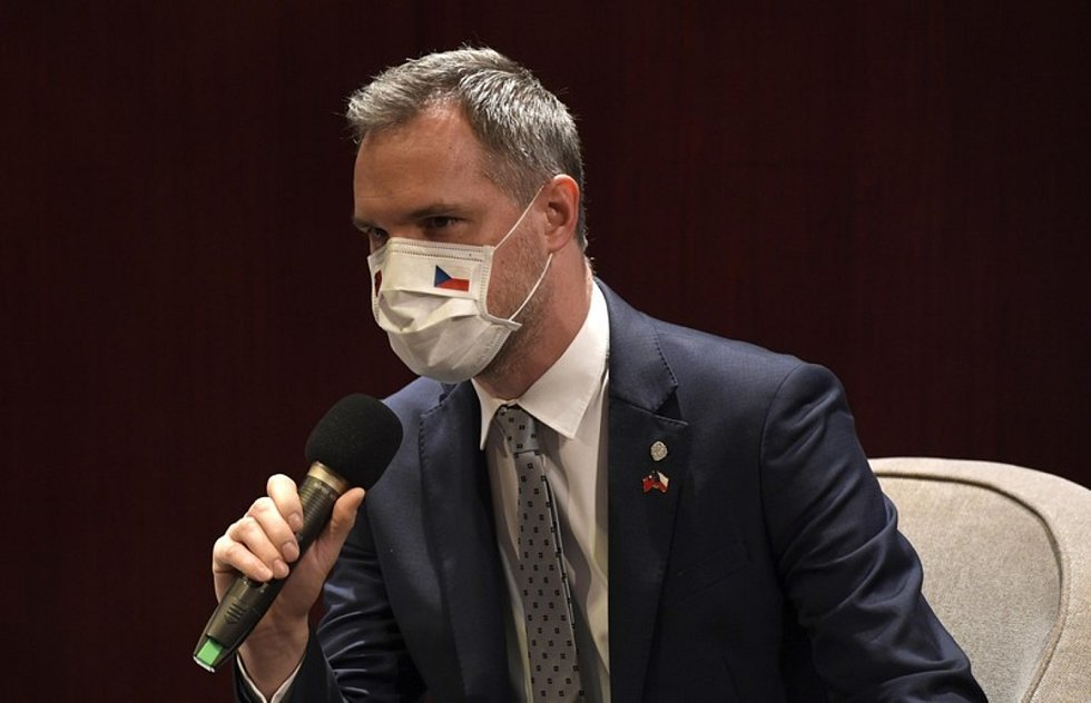 Pražský primátor Zdeněk Hřib (Piráti) považuje řešení covid-19 za nejen epidemiologický problém, ale také jako krizi důvěru občanů ve vládu.