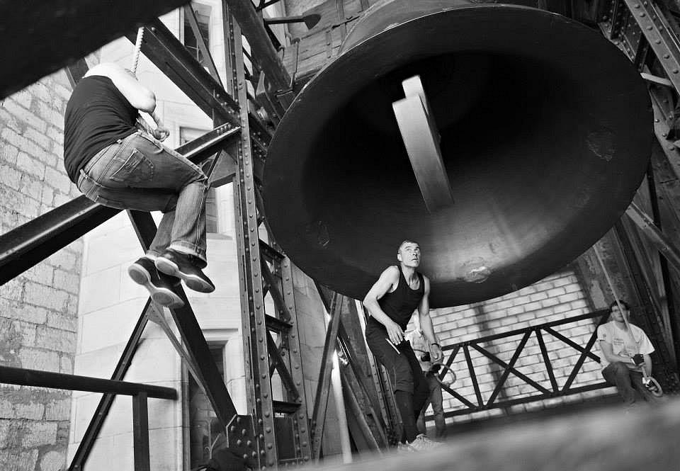 Zastavování zvonu Zikmund.