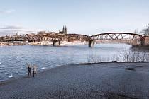 Vizualizace nového červeného železničního mostu v Praze.
