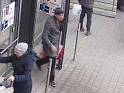 Muž podezřelý z krádeže parfémů na Pankráci.