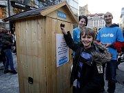 Charitativní akce Nejdelší fronta na WC, kterou pořádá česká pobočka Dětského fondu OSN (UNICEF) při příležitosti Světového dne vody proběhla 22. března v Praze.