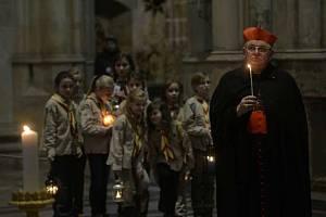 Betlémské světlo dorazilo do Prahy.