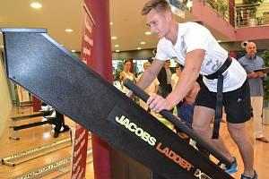 Ze slavnostního setkání u příležitosti doplnění fitness v areálu čestlického akvaparku Aquapalace Praha novými přístroji.
