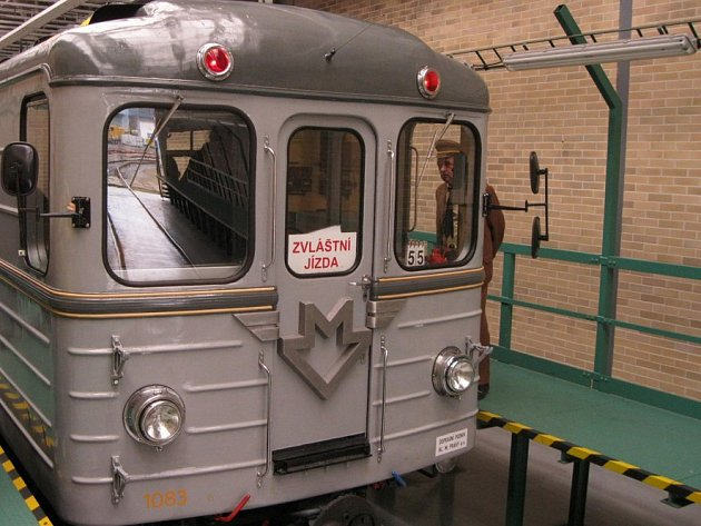 Historická souprava pražského metra typu 81 - 71.