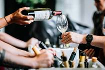 Chuchelské vinobraní láká na skvělé víno ze všech koutů republiky.