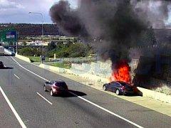 Pražský okruh byl kvůli požáru auta ve směru na D5 uzavřen.