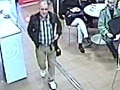Policisté hledají muže, který na poště v Praze 10 sebral cizí peněženku a odešel.
