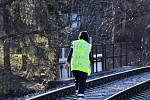 V Praze srazil vlak člověka. Hasiči ve spolupráci s policií evakuovali zhruba 60 cestujících.