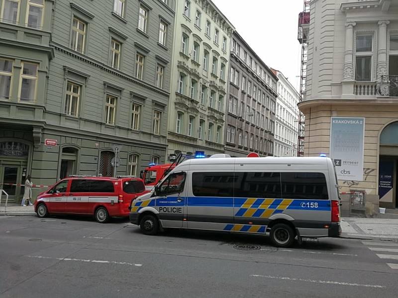 Podezřelá krabice v Krakovské ulici.